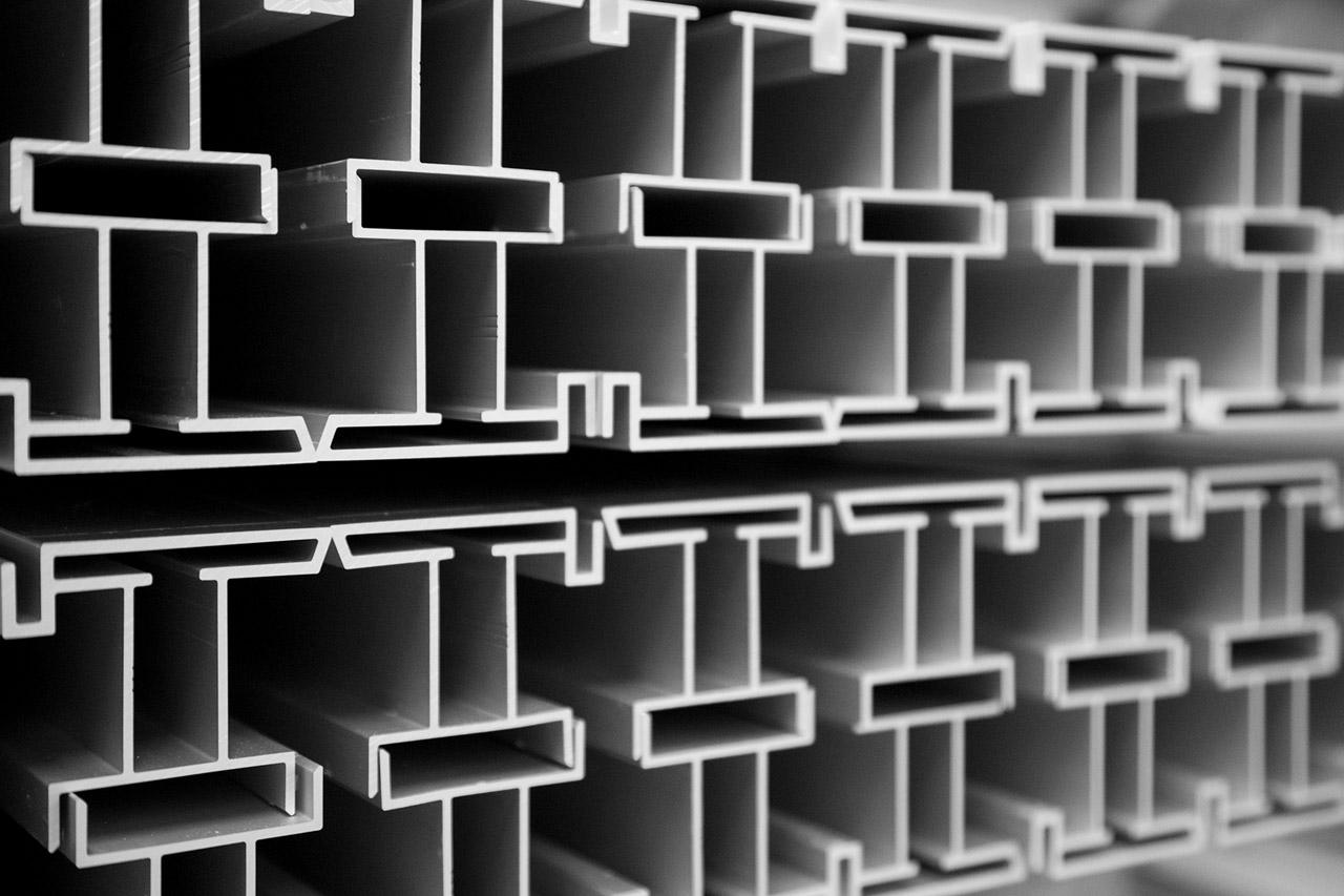 Infinity akustiikkataulun alumiiniprofiilia